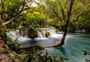 02_Plitvice_Waterfall[1]